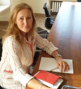 L'Avvocato Paola Berardinelli presso il suo studio legale